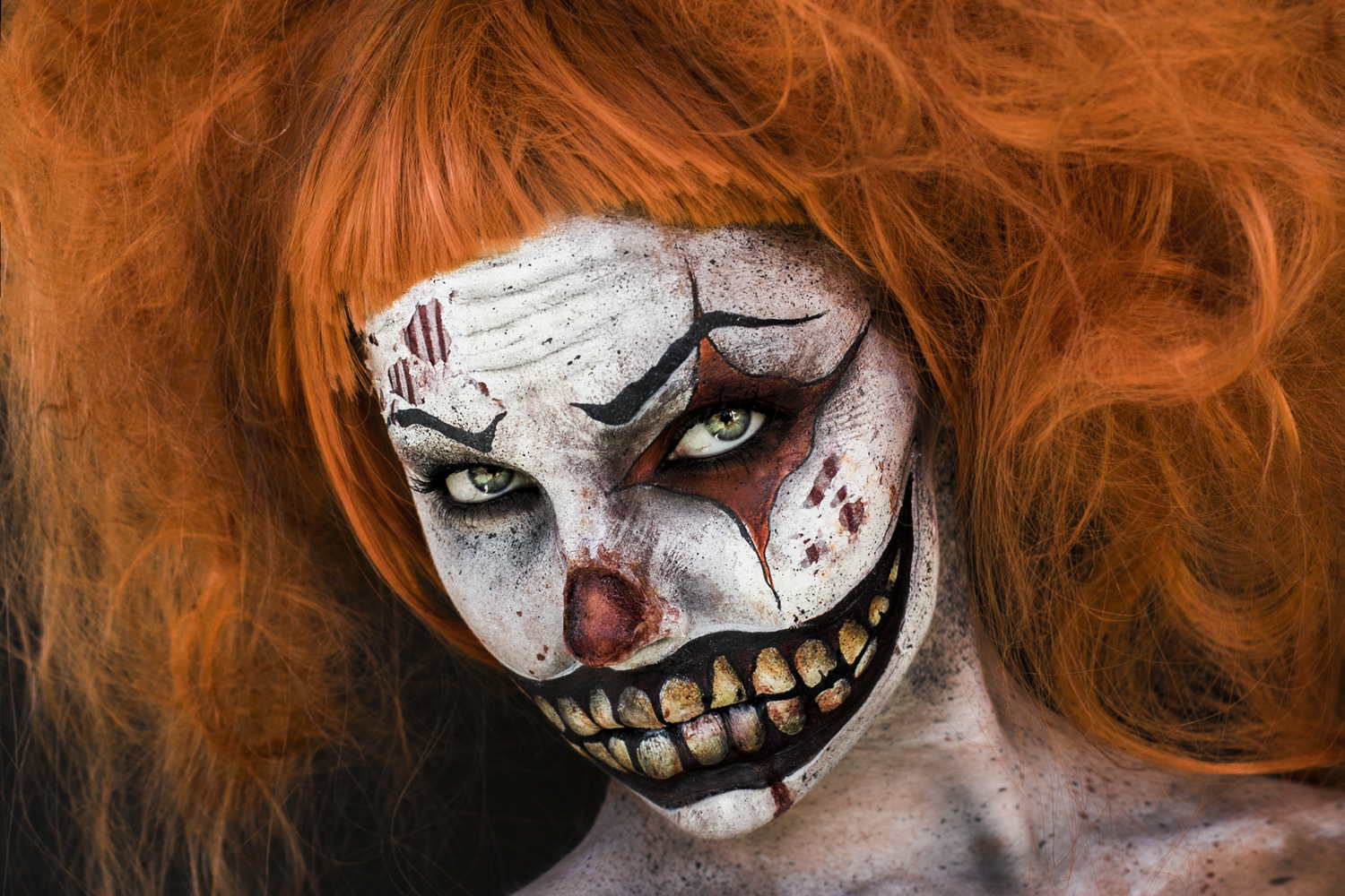 wisted clown character makeup celebrating the dark side of the circusPhotography: Donatella Parisini Makeup: Elvis Schmoulianoff
