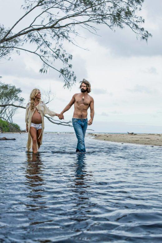 beach pregnancy portrait couple love