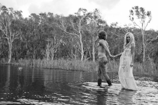 lake pregnancy portrait couple love