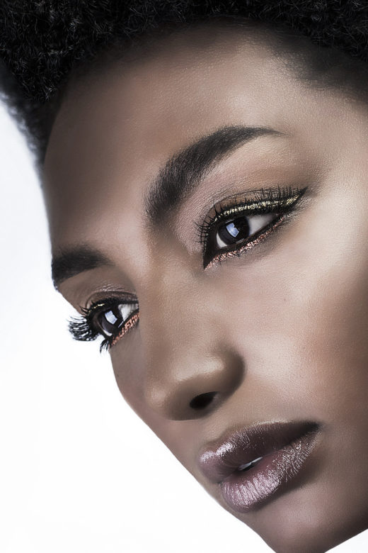 gold and copper eyeliner for Rosa Salomon model  beauty shot